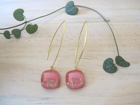 paititi-boucles-d-oreilles-carree-fermoir-long-rose-bonbon
