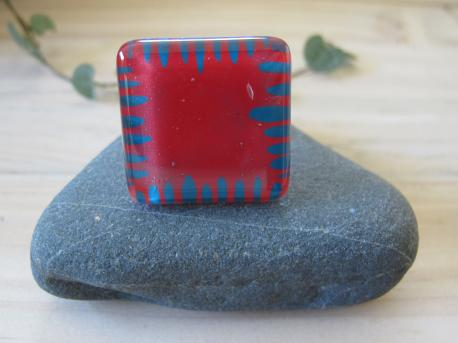 poznan-bague-grand-carre-rouge-profond-turquoise