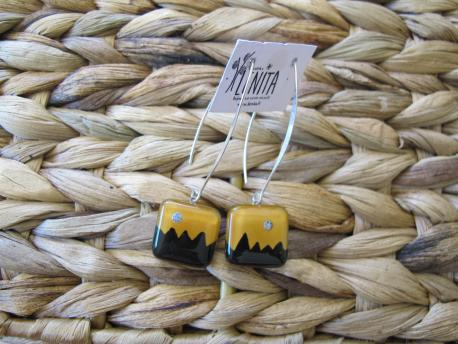 kusma-boucles-d-oreilles-carree-fermoir-long-jaune-curry-noir