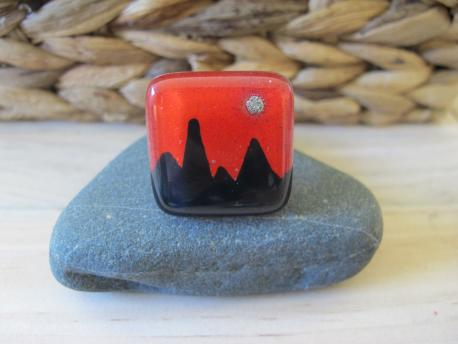 kusma-bague-grand-carre-rouge-orange-noir