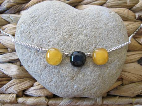 kusma-collier-iris-jaune-curry-noir